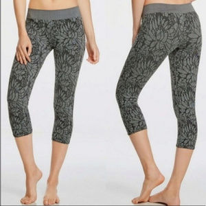 Fabletics gray seamless crop floral leggings